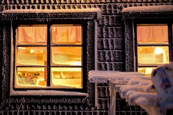 窓が多いと、冬寒い家になってしまう