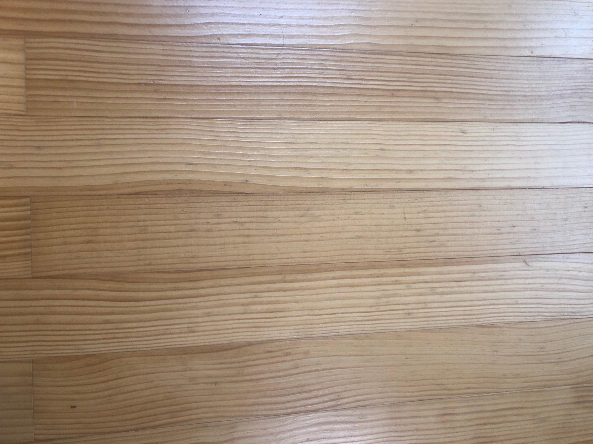 ウッドワンの床材ピノアース(ウレタン塗装)4年目が汚すぎる件